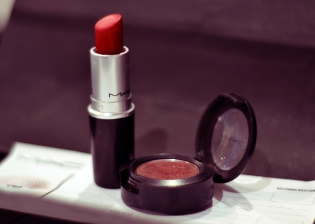 Lipstick - Russian Red, Eyeshadow - Twinks