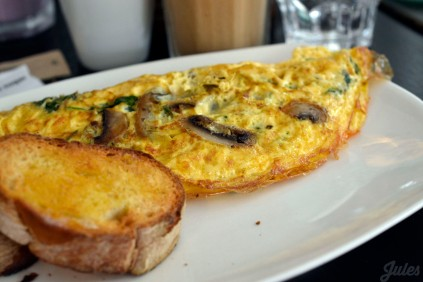 Spinach, cheese and mushroom omelette